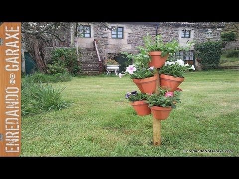 Torre de macetas con flores. Flower pot tower