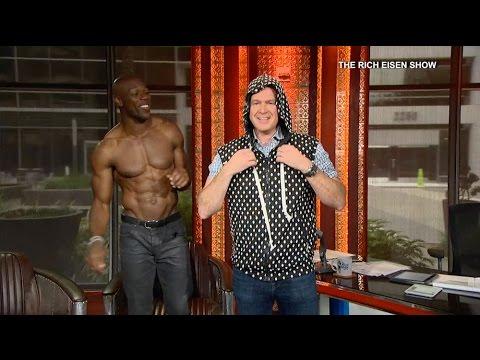 Rich Eisen Tries on Terrell Owens' Sleeveless Sweater - 6/11/15
