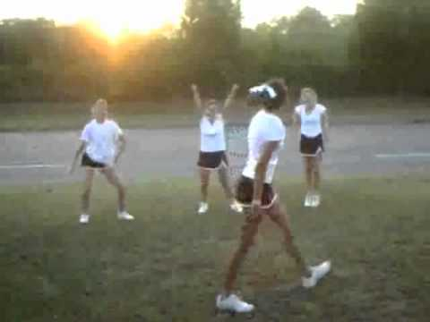 Huntsville, AL Cheerleaders Love Waka Flocka!