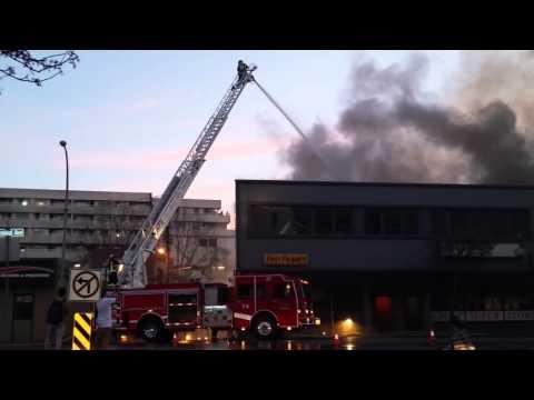 カナダの所業ビルの火災で起きたバックドラフト