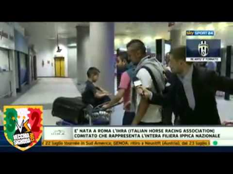 Interviewer asks Vidal about possible move to Manchester United