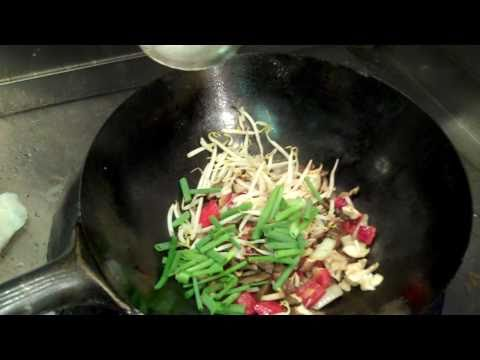 Ruby Foo's Times Square- How to make beef chow fun recipe on wok