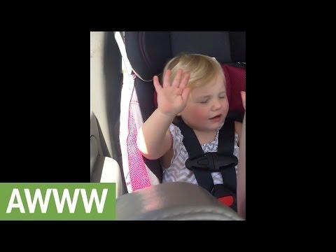 2歳の女の子が音楽を感じて体で表現♪