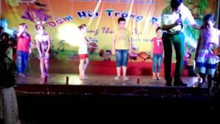Trò chơi trong đêm Trung thu tại trường Tiểu học Ngô Quyền