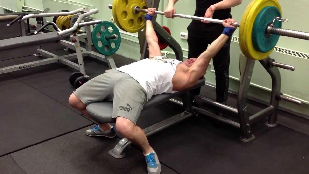 Рекорд гиннеса при весе в 115 кг старина арнольд поднял на бицепс штангу в положении стоя 120 кг на 20 раз