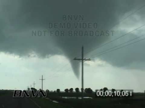5/24/2008 Hennessey OK, Tornado Up Close
