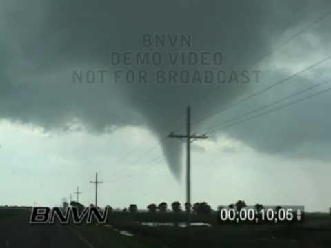 5/24/2008 Hennessey OK, Tornado Up Close