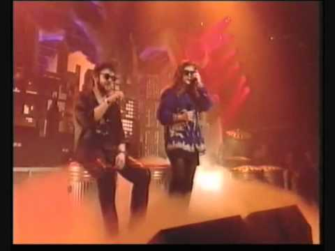 Pogues & Kirsty MacColl - A Fairytale In New York