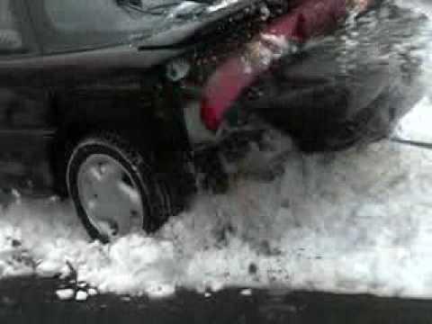 Как американцы вытаскивали машину из сугроба...