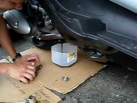 Piaggio Mp3 Oil Change Youtube