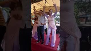 Cơ trưởng quẩy tung đám cưới !!!