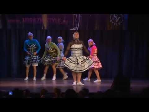 Эти танцующие бабки всем дадут жару! Я рыдаю... dancing grannies