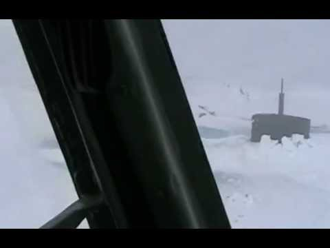Вмерзшая в лед подводная лодка submarine frozen in the ice