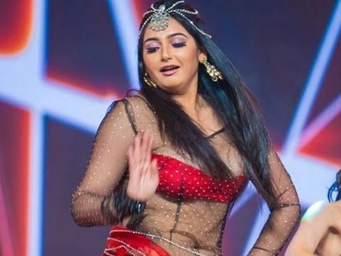 Actress Ragini Dwivedi Faces Wardrobe Malfunction In Siima Award Function | Hot  Tamil Cinema News video