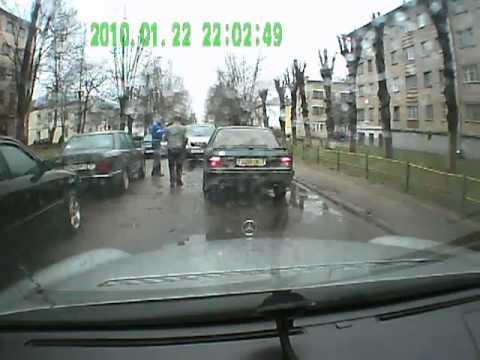 Женский беспредел на дороге.mp4
