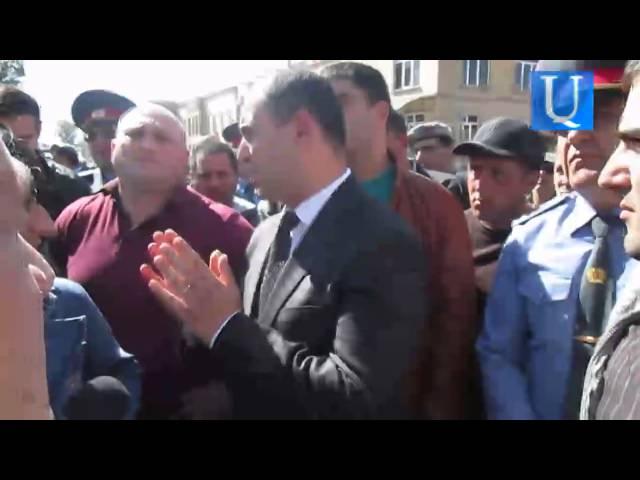 Գյումրեցի առևտրականները իրենց բողոքը ներկայացրեցին ԲՀԿ-ական պատգամավոր Մարտուն Գրիգորյանին