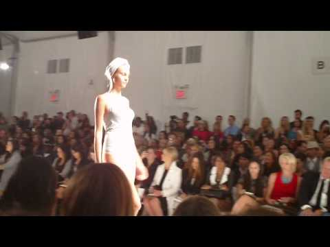 Rosa Cha Spring/Summer 2010 show Video