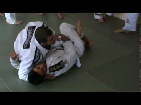 Rodolfo Viera shows how to pass from the half guard Image 1