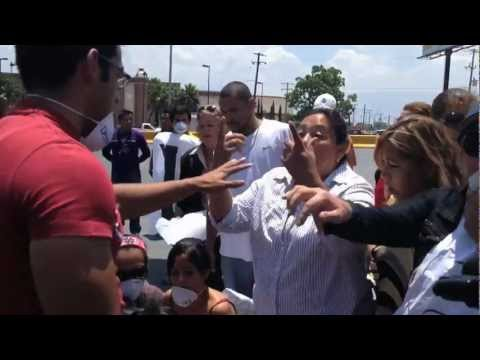 Thumbnail of video Golpean a manifestantes en evento de Peña Nieto en Saltillo
