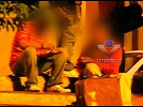 Indivíduos são flagrados fazendo uso de drogas em Praça
