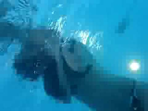 3 girl in swimming pool underwater-3 fille dans une piscine