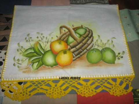 Artesanatos,pano de prato com pintura...bonequinhas.