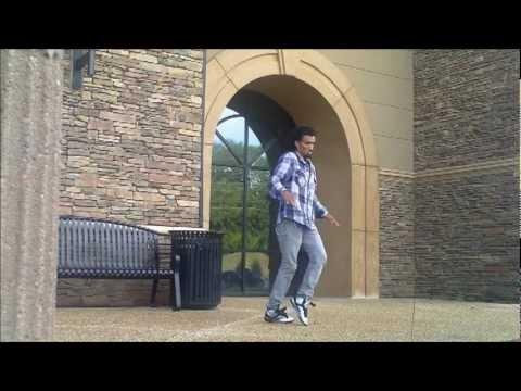 思わず惹きこまれる!!ロボットダンスを踊る男性