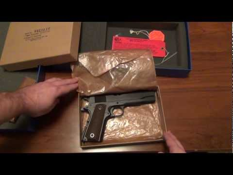 Colt M1911A1 Re-Issue (Close-up and unboxing)