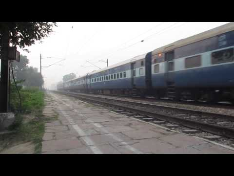 Karnataka Express With Ldh Wap-4 At Farah Town. video