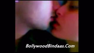 Exclusive !! Kareena Kapoor And Shahid Kapoor Hot Kissing Scene 2014
