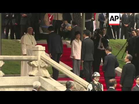 President Park hosts official welcome ceremony for Pope Francis at Blue House