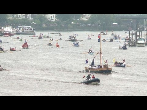 Boats fill the Thames for diamond queen's river pageant