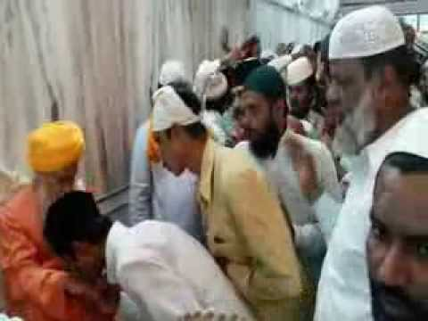 Syed Hasmi Miya,ashraful Masajid Jamati Doing Mulaqat With Hasmi Miya After Juma Namaz video