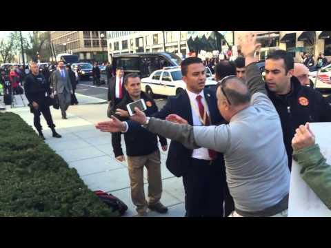 Tayyip Erdoğan'ın korumaları Amerika'da protestoları bağırarak susturdu