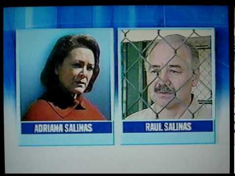 Carlos Salinas de Gortari balconeado por su hermano Raúl.