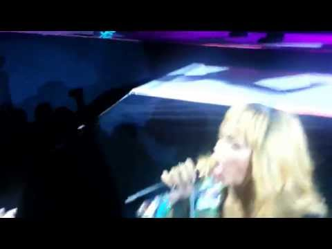 Rihanna Hits Fan-diamonds World Tour Birmingham,uk video