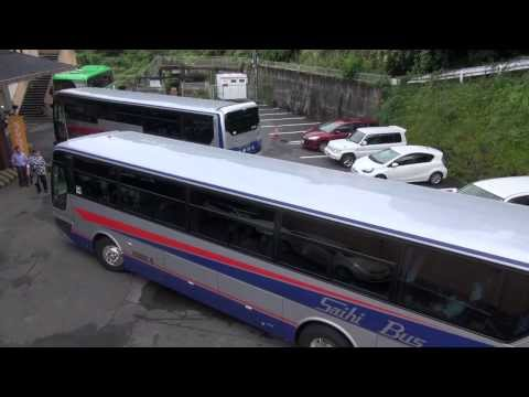 この狭そうな場所での大型バス転回、ご覧ください。 全容撮影 西肥バス エアロバス 大型観光バス