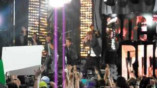 Big Time Rush performs LIVE in Times Square!