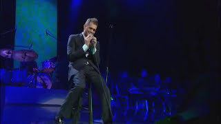 "Michael Buble Video - Michael Bublé - ""Me & Mrs. Jones""  Live at Madison Square Garden"