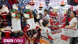 Người dân TPHCM tất bận sắm sửa mùa Giáng sinh
