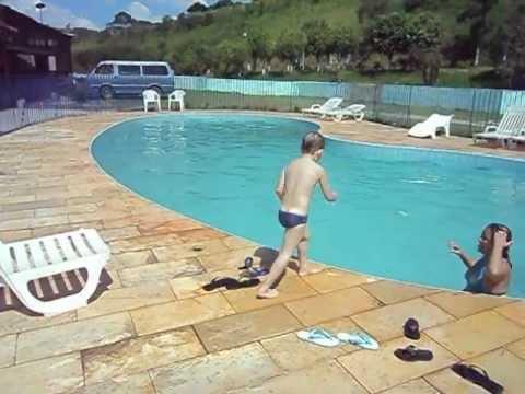 Nicolas deu mortal na piscina funda olha o que aconteceu for Funda piscina redonda