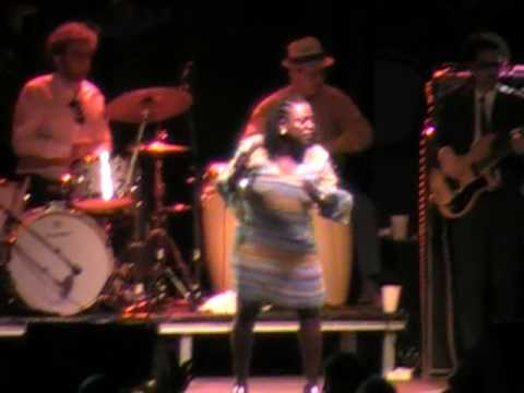 Sharon Jones and the Dap Kings I Aint nobody's Baby Lyrics Included Ottawa Bluesfest 09