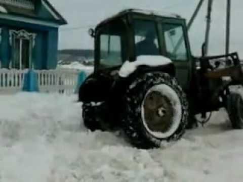 Трактор МТЗ-82. Чуть не упал не бок. Зима. Застрял.