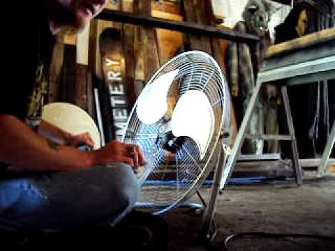 MOV00281.AVIthis is my fan i have in my garage showing u how to clean