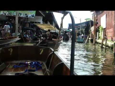 Floating market at Damnoen Saduak…about 80 kms away from Bangkok