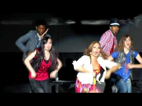 It's On - Demi Lovato And The Cast Of Camp Rock 2 - Mountain View, Ca - 09 18 2010 video