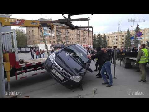 Эвакуатор уронил автомобиль
