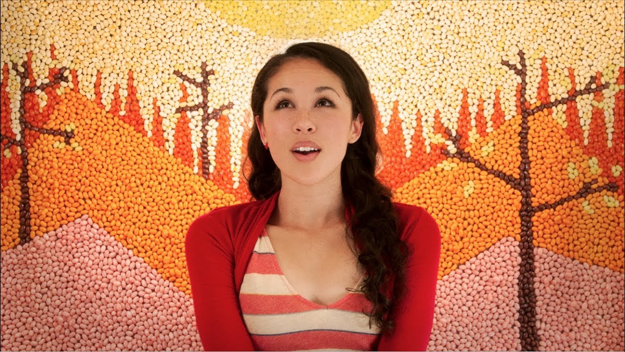 In Your Arms de Kina Grannis, un video clip con 288.000 dulces de colores