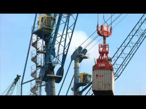 Liebherr - LHM 420 mobile harbour crane in Indonesia