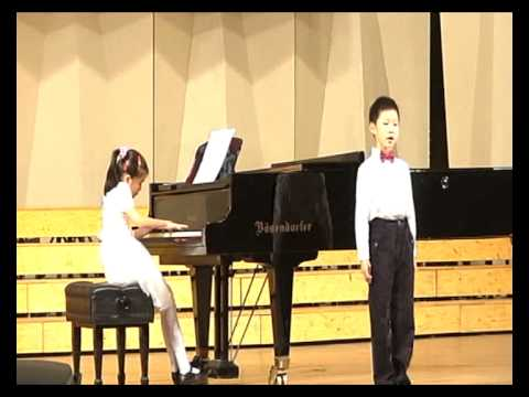 A 7 year old Chinese boy soprano sings the Queen of the Night from  Magic Flute